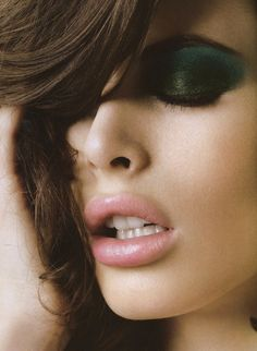 Kemp Muhl's killer emerald on forest eyeshadow and pale pink lips gives us life.