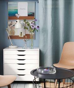 Importez un peu de nature et déconnectez en réalisant votre propre création puis présentez votre bouquet unique dans un ou deux vases. IKEA propose un vaste choix de vases, comme IKEA CYLINDER en verre transparent, vendu par lot de 3