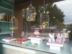Candy bar,  mesa dulce con jaulas.  Chucherías y snacks.  www.evdae.com