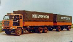 Volvo F 88 6x2 met huifaanhanger van Newexco te Winschoten