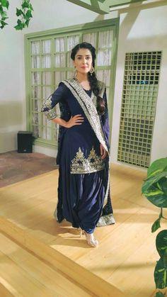Ayeza Khan in mehman nawaz Pakistani Casual Wear, Pakistani Outfits, Indian Outfits, Punjabi Fashion, Ethnic Fashion, Asian Fashion, Stylish Dresses, Casual Dresses, Fashion Dresses