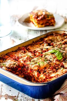 far away view of side view of homemade lasagna recipe cut into square serving slices Chicken Lasagna Rolls, Baked Lasagna, Meat Lasagna, Veggie Lasagna, Cheese Lasagna, Homemade Lasagna Recipes, Homemade Meat Sauce, Best Lasagna Recipe, Chicken Recipes