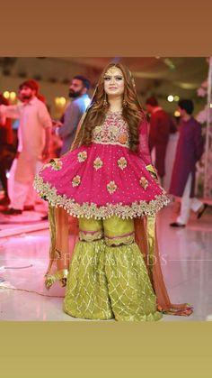 Me Pakistani Mehndi Dress, Latest Pakistani Dresses, Pakistani Fashion Party Wear, Pakistani Wedding Outfits, Pakistani Bridal Dresses, Pakistani Dress Design, Simple Mehndi Dresses, Bridal Mehndi Dresses, Desi Wedding Dresses