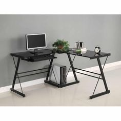 Glass computer desks - Futuristic Modern Desk Design For Office Featuring Ergonomic Shape For Home Office Style Good Gaming Desk, Office Computer Desk, Home Office Desks, Home Office Furniture, Gaming Computer, Top Computer, Computer Workstation, Corner Office, Office Table