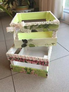Mothers Day Gifts – Gift Ideas Anywhere Wood Crates, Wood Boxes, Hobbies And Crafts, Diy And Crafts, Crate Crafts, Gift Crates, Shabby Chic Stil, Painting On Wood, Diy Furniture