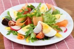 Salata cu oua si ridichi - Culinar.ro Caprese Salad, Cobb Salad, Cantaloupe, Fruit, Salads, Insalata Caprese