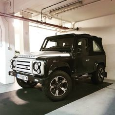 "3 Likes, 1 Comments - @landroverphotoalbum on Instagram: """"Spotted this tidy overfinch in soho"" By @jdm_tractor #landrover #Defender90 #landroverdefender…"""