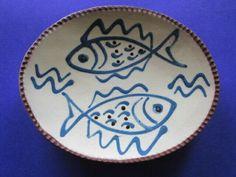 VINTAGE TERRYBAUN IRISH STUDIO POTTERY SLIPWARE  FISH DISH Vintage Dishes, Vintage Ceramic, Pottery Plates, Ceramic Studio, Fish Design, Jewelry Dish, Fish Dishes, Pottery Painting, Art Studios