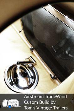 Airstream Custom Build Bad und Küche by Tom's Vintage Trailers GmbH #glamping #tomsvintagetrailers #airstream #verkauf #vermietung #tradewind #event #hochzeit Glamping, Toms, Airstream Interior, Vintage Trailers, Interior Ideas, Bad, Restore, Travel Trailers, Wedding