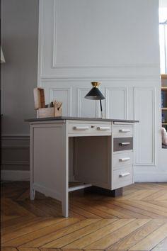 bureau de comptable vintage sur www.petit-toit.fr Chalk Paint Projects, Writing Desk, Upcycled Furniture, Furniture Makeover, Home Office, Corner Desk, Paint Colors, Sweet Home, Retro
