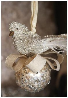 This ornament would be easy and pretty on the tree.  It would also be lovely with a rustic, natural look.