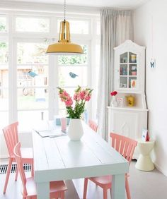 These unmissable ideas to decorate the dining room They will inspire you completely. East small dining room It is combined by a white table that is ac. Decor, Dining Room Colors, Interior, Home, Dining Room Design, Pastel House, House Interior, Dining Room Decor, Interior Design