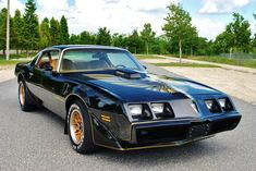 Are you looking for a stylish muscle continued from the end of the years old? This Pontiac Trans Am 1979 belongs to the icons of his time and under the hood it has a big block on the volume l! 1979 Pontiac Trans Am, Pontiac Firebird Trans Am, My Dream Car, Dream Cars, Trans Am For Sale, Smokey And The Bandit, Muscle Cars For Sale, Cool Old Cars, Pontiac Cars