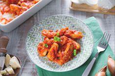 Gli straccetti di pollo alla sorrentina, ispirati all'omonimo piatto di gnocchi alla sorrentina, sono un secondo piatto veloce e filante!