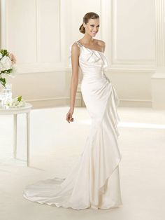 Asymmetrical Satin Pleated One-shoulder Blackless Wedding Dress