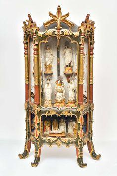 Oratório de mesa em madeira entalhada, pintada e dourada, procedente de Santa Luzia do rio das Velhas. Brasil, Minas Gerais, final do século XVIII.