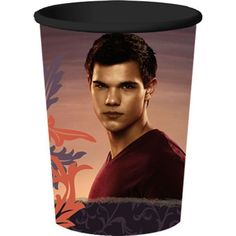 This Twilight Breaking Dawn Jacob Party Cup features a 3-dimensional style and holds a generous 22oz. Don't forget the matching plates, napkins and table cover to complete your Twilight theme party.