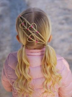 Check out the beautiful pigtail curls for kids girls 2018 to create right now. Find here the different ideas of easy hairstyles for kids boys and girls to give attractive and cool look. These are amazing and best hair trends for kids around the world. Easy Hairstyles For Kids, Baby Girl Hairstyles, Braided Hairstyles, Cool Hairstyles, Kids Hairstyle, Famous Hairstyles, Teenage Hairstyles, Hairdos, School Picture Hairstyles