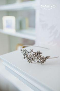 #jewellry #headband #accessories #weddings #bride #inspiration #mangostudios photography by Mango Studios