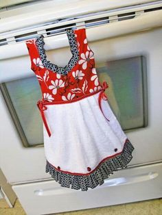 Dish Towel Dress in Mod Red Black and White by TowelswithaTwist Dish Towel Crafts, Dish Towels, Tea Towels, Sewing Hacks, Sewing Crafts, Sewing Projects, Black And White Flowers, Red Black, White Hand Towels