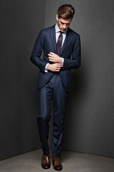 The Italian suit style is the trendiest one than two previous cut. Style Gentleman, Gentleman Mode, Mode Masculine, Sharp Dressed Man, Well Dressed Men, Best Suit Brands, Italian Style Suit, Italian Suits, Terno Slim Fit