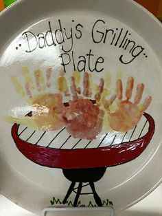 Grilling-Plate DIY Fathers Day Crafts for Kids Homemade Birthday Gifts for Dad from Son Diy Father's Day Crafts, Father's Day Diy, Fathers Day Crafts, Baby Crafts, Toddler Crafts, Fathers Day Presents, Toddler Fathers Day Gifts, Fathers Day Art, Homemade Birthday Gifts