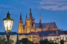 Pražský hrad, který je tradičním sídlem českých panovníků a od roku 1918 také sídlem prezidenta republiky, je nejnavštěvovanější památkou Česka.