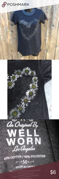 Daisy flower shirt Never worn well worn Tops Tees - Short Sleeve