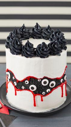Halloween Desserts, Spooky Halloween Cakes, Halloween Torte, Dulces Halloween, Pasteles Halloween, Bolo Halloween, Hallowen Food, Halloween Birthday Cakes, Halloween Cake Decorations