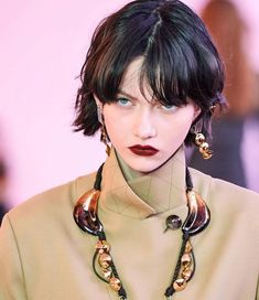Chloé Fall 2019 Ready-to-Wear Collection - Vogue Pretty People, Beautiful People, Model Tips, Moda Paris, Hair Reference, Looks Vintage, Mannequins, Fashion Details, Cute Girls
