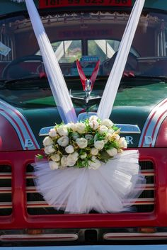 tulle ribbon with floral centre piece decorating the vintage bus