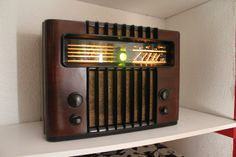 "Marconi M 49 ""Antique radio"", ""Tube radio"" by lilia Vintage Table, Vintage Wood, Vintage Antiques, Cordless Lamps, Radio Antigua, Retro Radios, Old Time Radio, Antique Radio, Phonograph"