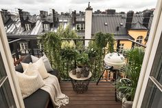15 Wonderful Minimalist Balcony Design Idea For Your Apartment Occupancy 3 French Balcony, Modern Balcony, Small Balcony Design, Small Balcony Garden, Small Balcony Decor, Balcony Plants, Outdoor Balcony, Outdoor Spaces, Small Balconies