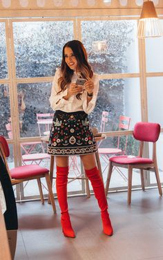 Passion for fashion and style Red Knee High Boots, Thigh High Boots Outfit, Red Boots, Dress With Boots, Modern Outfits, Cute Outfits, Winter Fashion Looks, Balenciaga Boots, Winter Boots Outfits