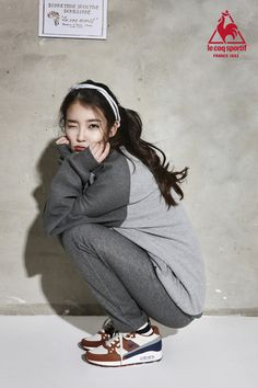 IU leaves a message written in English for her international fans Sitting Pose Reference, Action Pose Reference, Action Poses, Iu Fashion, Asian Fashion, Style Fashion, Korean Actresses, Korean Actors, Asian Squat