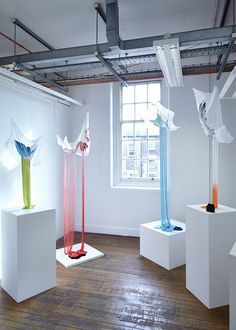 Rosamund Hanny - Wings and Feathers Textile Sculpture, Soft Sculpture, Metal Sculptures, Abstract Sculpture, Textiles, Artistic Installation, Light Installation, Easy Art Projects, Plastic Art