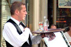 Klienci narzekali na wolnąobsługę, restauracja sprawdziła dlaczego. Genialna riposta