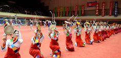 조선농업근로자동맹 제8차대회경축 농업근로자들의 농악무도회 진행-《조선의 오늘》