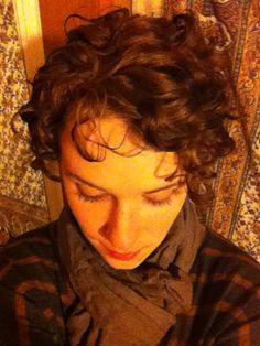 ellimae:    adventures in growing out a ridiculously curly pixie