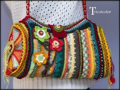 I want to copy the idea and the mix of colour for a crochet bag Beau Crochet, Love Crochet, Beautiful Crochet, Knit Crochet, Crochet Handbags, Crochet Purses, Crochet Bags, Handmade Handbags, Handmade Bags