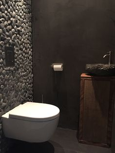 Toilette in Beton Cire. Bathroom Interior Design, Modern Interior Design, Modern Toilet Design, Modern Bathroom, Small Bathroom, Small Toilet Room, Ideas Baños, Toilette Design, Beton Design