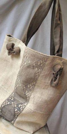 Stunning Beach Bags For This Summer - Bags . - 27 Stunning beach bags for this summer – bags Stunning Beach Bags For This Summer - Bags . - 27 Stunning beach bags for this summer – bags - 7 Modelos de Artesanato com Juta Para Fazer em Casa Sacs Tote Bags, Tote Purse, Reusable Tote Bags, Hobo Bag, Denim Bag, Summer Bags, Summer Time, Handmade Bags, Bag Making