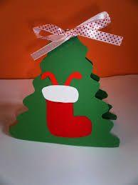 Αποτέλεσμα εικόνας για χριστουγεννιάτικες κάρτες για το νηπιαγωγείο Diy Christmas Gifts, Christmas Art, Christmas Stockings, Christmas Ornaments, Diy And Crafts, Crafts For Kids, Paper Crafts, Felt Keyring, Candy Cane Crafts
