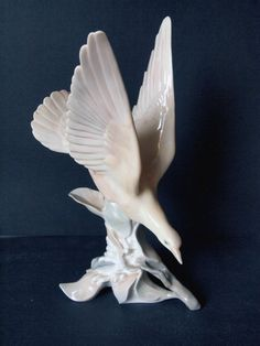 "Lladro Retired Turtle Dove Porcelain White Bird 11.5"" tall w/out box"