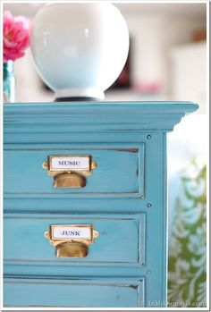 DIY tutotrial refinish dated dresser/sideboard.