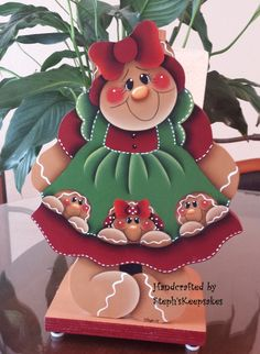 Handpainted Gingerbread Paper Towel Holder por stephskeepsakes