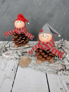 Minidorp Dickensville Elfsteden - Homemade by Joke Acorn Crafts, Pine Cone Crafts, Dyi Crafts, Crafts For Kids, Christmas Projects, Kids Christmas, Xmas, Christmas Decorations, Christmas Ornaments