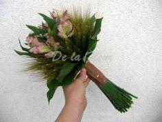 trend květy v obilí  2.místo kategorie Dárková kytice za 2013 v soutěži časopisu Floristika