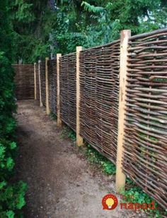 27 DIY Cheap Fence Ideas for Your Garden, Privacy, or Perimeter Do you need a fence that doesn't make you broke? Learn how to build a fence with this collection of 27 DIY cheap fence ideas. Diy Fence, Backyard Fences, Pool Fence, Pallet Fence, Metal Fence, Rustic Fence, Aluminum Fence, Fence Stain, Front Fence