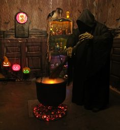 Side yard. Shepherds hook to hold cauldron. Dry ice. Ghoul. Perfect
